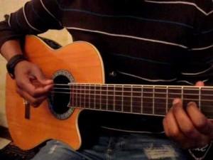 Leçon pour débutants : la prise de la guitare